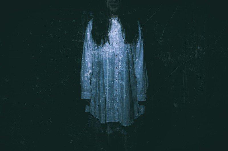 白いTシャツの女性(幽霊)