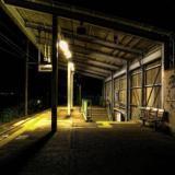 深夜の無人駅
