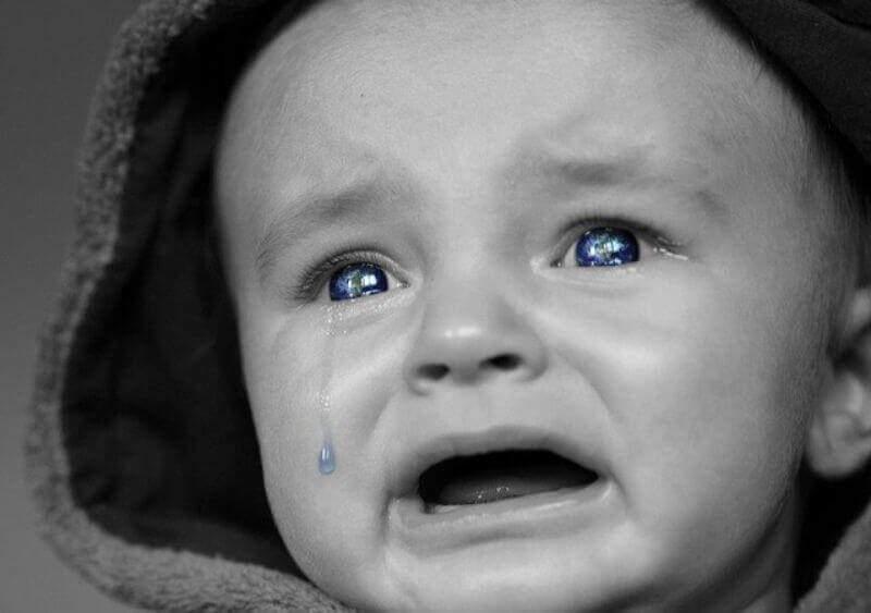 号泣赤ちゃん