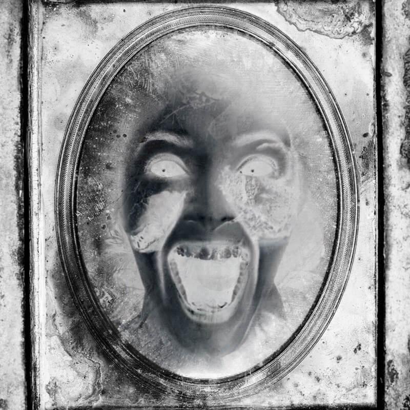 鏡の中に映る恐怖